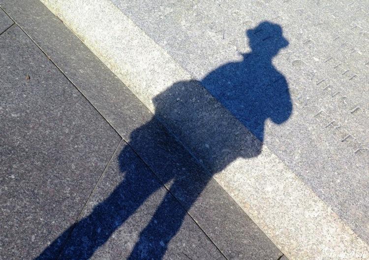 Mai 2014 - DC with Bao - Arlington Cem - Mai and her shadow2 p