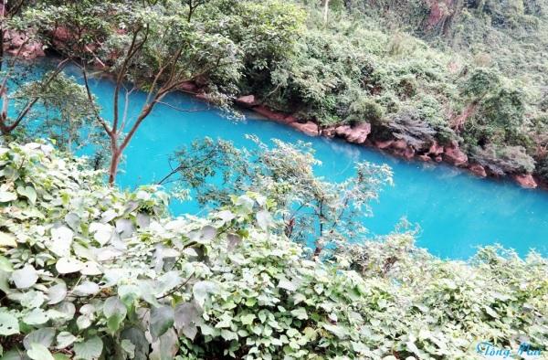 Màu nước ngọc bích xanh lắm, tôi không nói sai đâu. Photo: TongMai