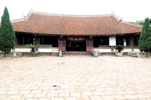 Làng cổ Đường Lâm. Đình Mông Phụ, xây năm 1684. Photo: TốngMai