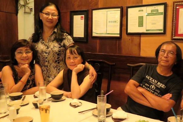 Bích Vân, Cúc, Mai, anh Thanh Hải ở quán Tib