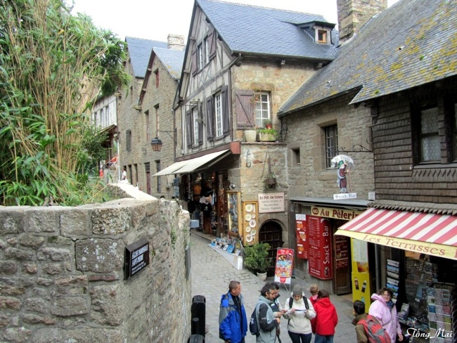 Streets of Mont Saint-Michel. Photo: TốngMai