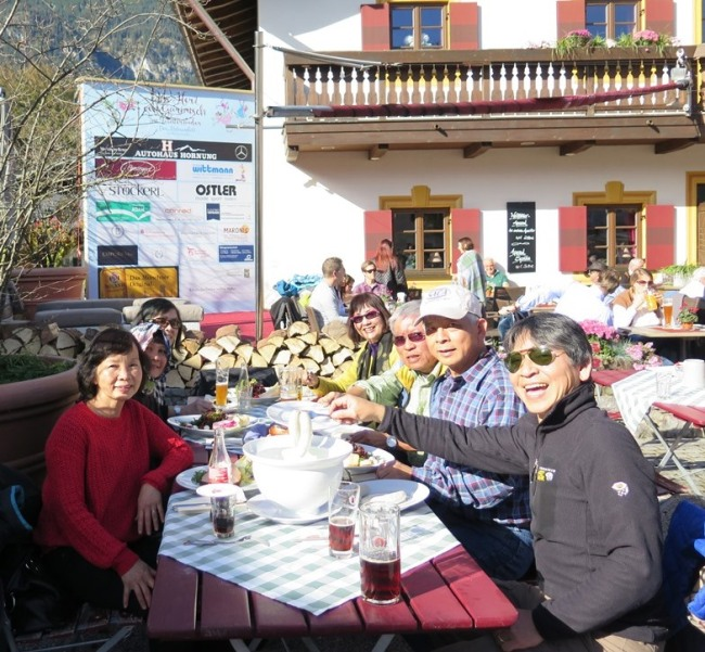 Mai 2015 - Paris, Germany, Budapest - GermanBy - Garmisch Partenkirchen - Lunch2j