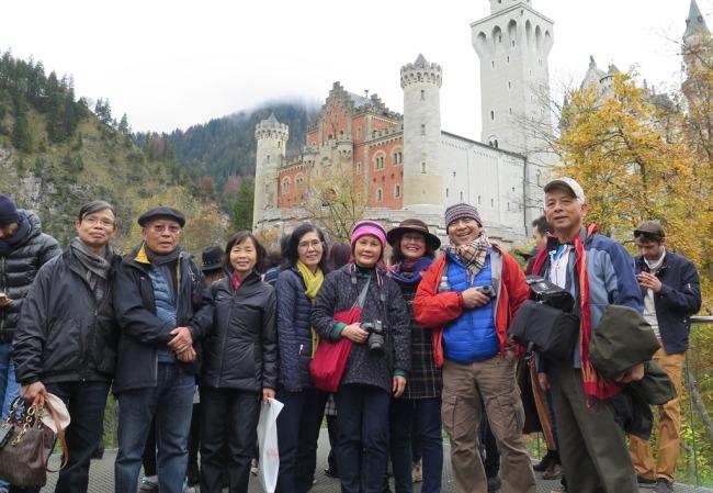 Neuschwanstein Castle - Luan, TDLoc, Tuyet, DaMinh, Mai, Nguyet, LCHoang, NDHoang