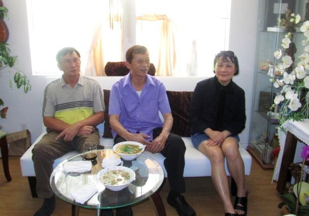 Mai 2012 - LA - Nha Thu Huong - Loc, Thuan, Mai