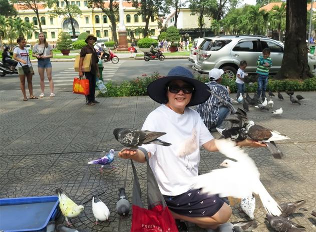 mai-2017-vn-sg-di-shopping-voi-cuc-mai-9j
